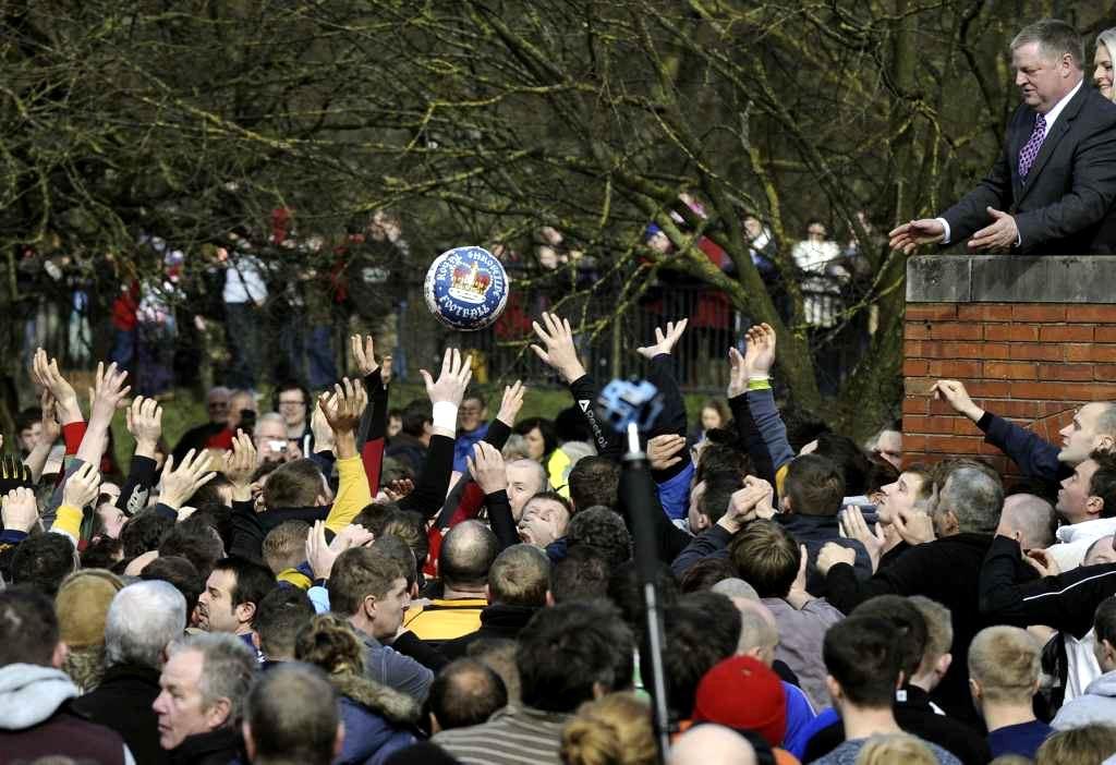 Royal Shrovetide Football, uma partida de futebol radical